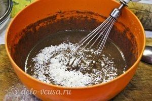 Шоколадные оладьи: Добавляем кокосовую стружку