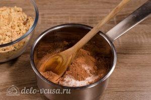 Сладкая колбаска из печенья: Соединить сахар и какао