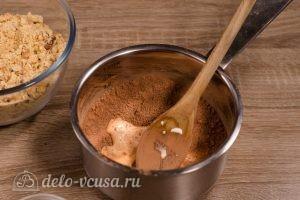 Сладкая колбаска из печенья: Добавить молоко