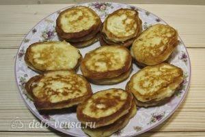 Банановые сырники: Убрать лишний жир с сырников