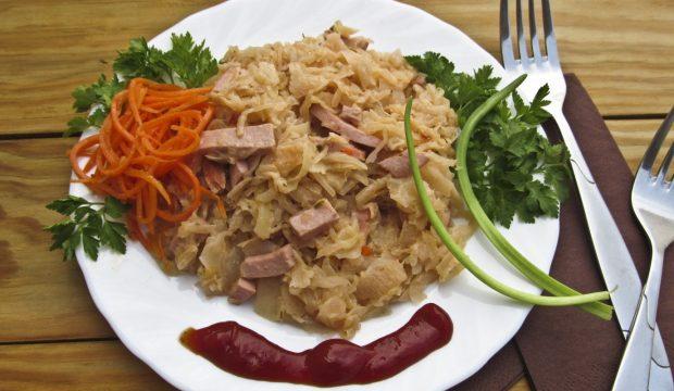 рецепт приготовления капусты тушеной с колбасой