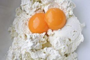 Запеканка с йогуртом: Добавляем желтки