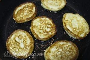 Творожно-банановые оладьи: Жарим оладьи