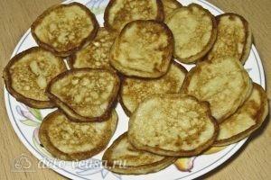 Творожно-банановые оладьи: Убираем лишнее масло