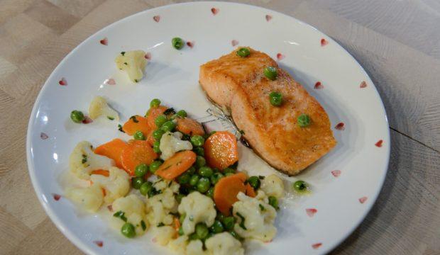 Лосось с овощами