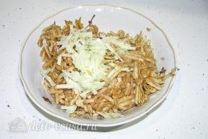 Варшавский яблочный пирог: Натираем яблоки