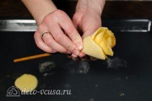 Бисквитные розочки на соломке: Собираем всю розочку
