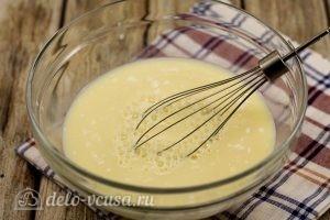 Блины на козьем молоке: Добавляем молоко и соль