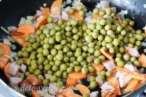 Рис с зеленым горошком: Добавляем ветчину, кукурузу и горох