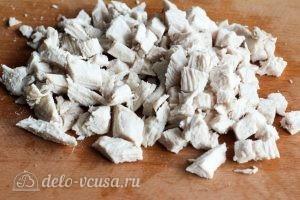 Салат с помидорами и сыром: Нарезать филе
