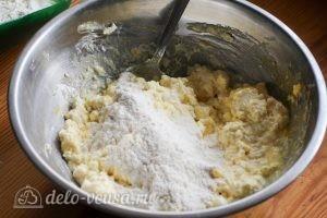 Сырники с йогуртом: Добавляем муку