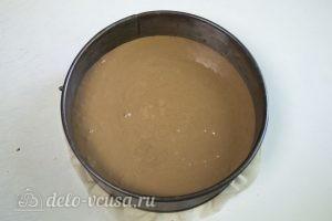 Бисквит на темном шоколаде: Выливаем тесто в форму