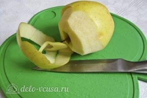 Яблочный мусс: Очищаем яблоки