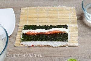 Масаго ролл с лососем и сыром: Добавить начинку