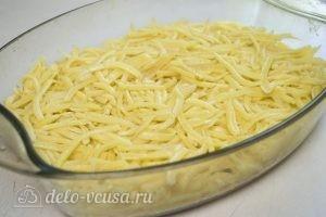 Мясо по-французски с картофелем: Натираем картофель