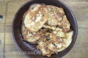 Оладьи с колбасой и сыром: Подаем готовые оладьи