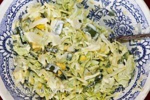 Салат из одуванчиков: Добавляем сметану