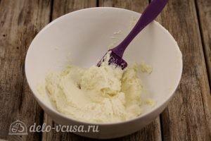 Сырники с манкой: Измельчить творог