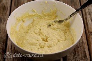 Сырники с манкой: Замесить тесто