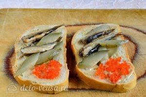 Бутерброды со шпротами: Выкладываем красную икру