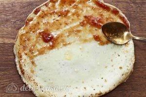 Десерт с блинами: Смазываем блины вареньем