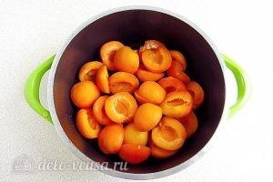 Джем из абрикосов в яблочном соке: Ставим абрикосы на огонь