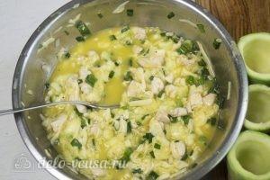 Фаршированные кабачки с курицей и сыром: Слить жидкость
