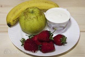 Фруктовый салат с йогуртом, яблоком, бананом и клубникой: Ингредиенты