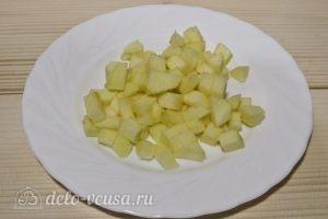 Фруктовый салат с йогуртом, яблоком, бананом и клубникой: фото к шагу 1.