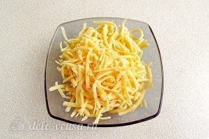 Горячие бутерброды с картофелем: Натираем сыр