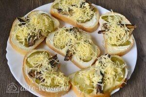 Горячие бутерброды со шпротами: Выкладываем на блюдо