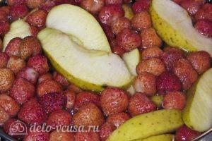 Компот из клубники и яблок: Даем компоту настояться