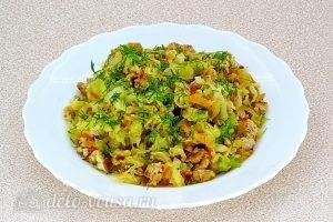 Тушеная капуста с овощами и мясом