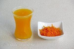Апельсиновые кексы: Выжимаем сок и снимаем цедру с апельсина
