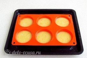Апельсиновые кексы: Посыпаем кексы сахаром
