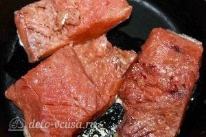 Запеченная красная рыба с овощами: Выкладываем рыбу на противень