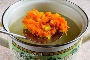 Куриный суп с вермишелью и картошкой: Добавляем овощи в суп