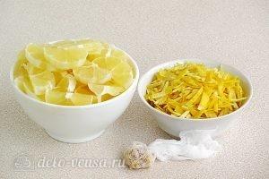 Лимонный джем: Нарезаем мякоть лимонов