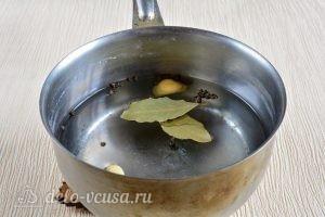 Маринованные шампиньоны в домашних условиях: Варить воду со специями