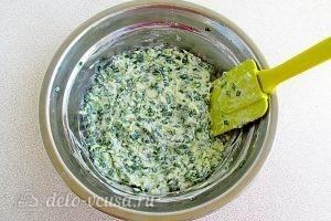 Оладьи с зеленым луком: Вымешать тесто