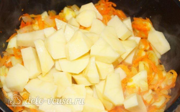Овощное рагу с кабачками: Добавить картофель