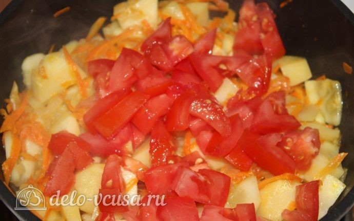 Овощное рагу с кабачками: Добавить помидор
