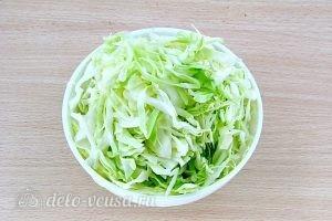 Щи из свежей капусты с плавленым сыром: Нашинковать капусту