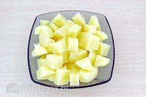 Щи из свежей капусты с плавленым сыром: Нарезать картофель