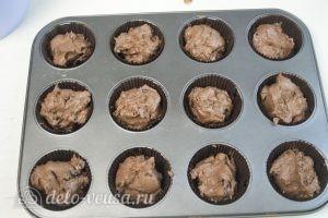 Капкейки с творожным кремом: Выкладываем тесто в форму