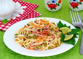 Салат с морковкой по-корейски и копченой колбасой