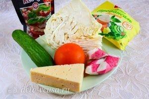 Салат с крабовыми палочками, сыром и помидорами: Ингредиенты
