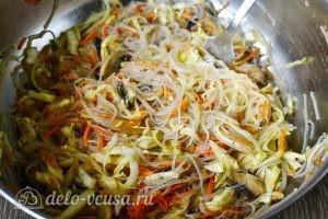 Салат Фунчоза с грибами: Соединяем все ингредиенты салата