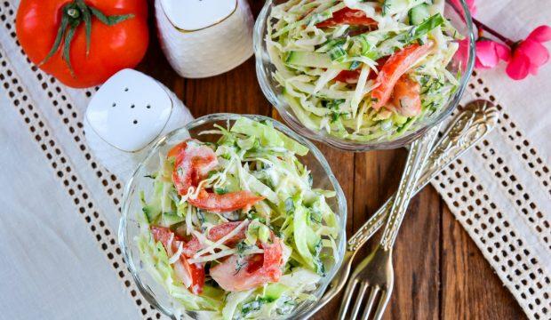 салат из помидоров огурцов капусты и лука рецепт