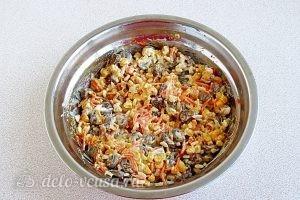 Салат с куриными сердечками и корейской морковью: Перемешать салат